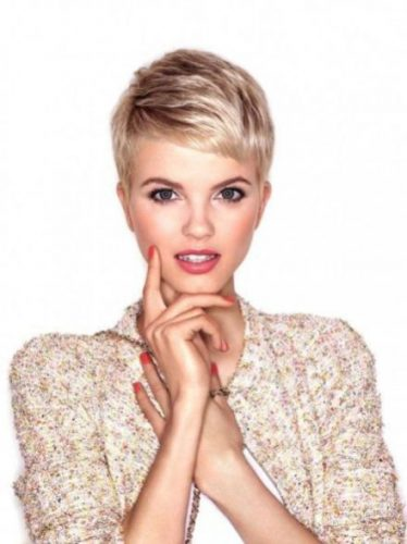 Top Short Haircuts for Round Faces | Deikhoo.com